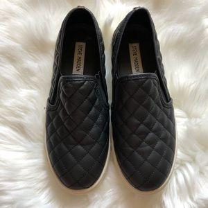 💕Steve Madden Black Quilted Slip-On Sneaker
